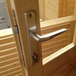 Casetta in legno chiusura maniglia