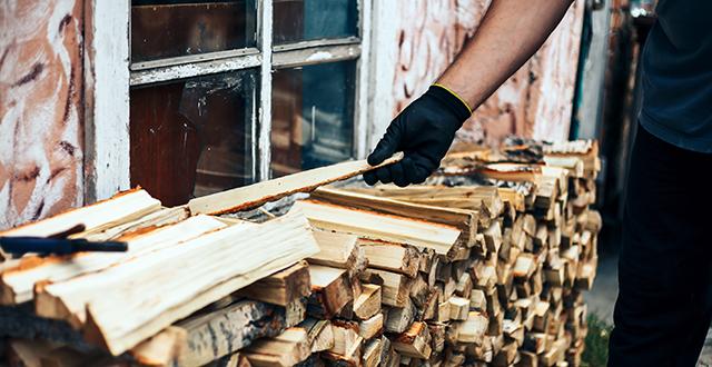 accatastare legna legnaia